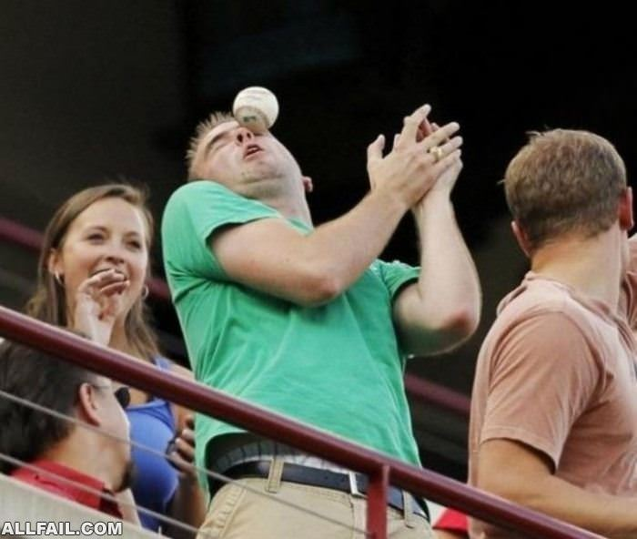 Funnyfailpics-nice_Catch_Man.jpg
